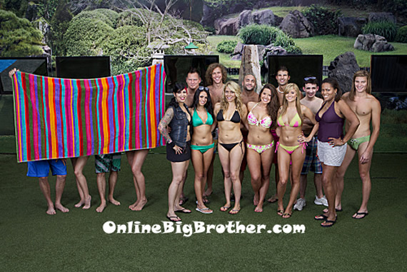 Big-Brother-14-cast-photo-with-big-brother-alumni-mentors-2012a