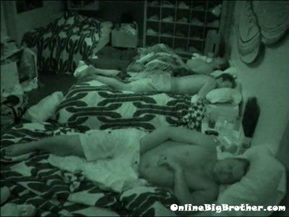 Big-Brother-14-live-feeds-september-1-505am