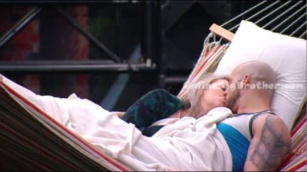 andrew-and-allison-kiss-online-big-brother-bbcan2